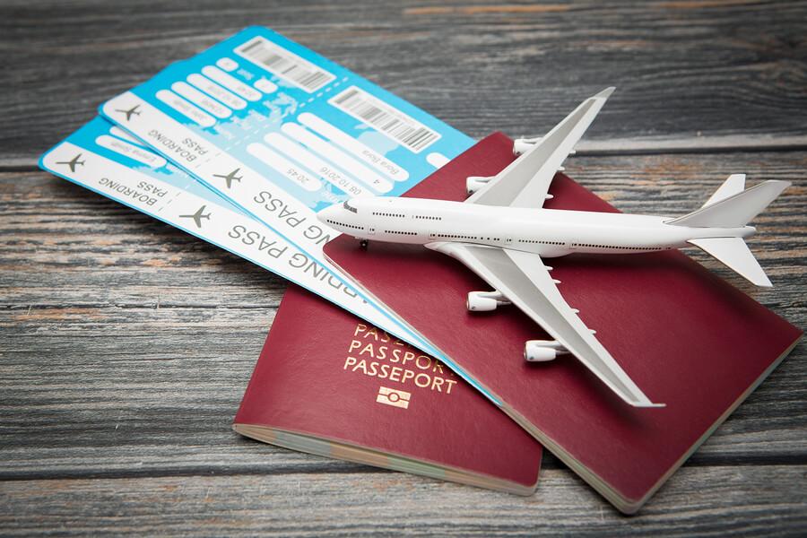 Can a felon travel to Canada?